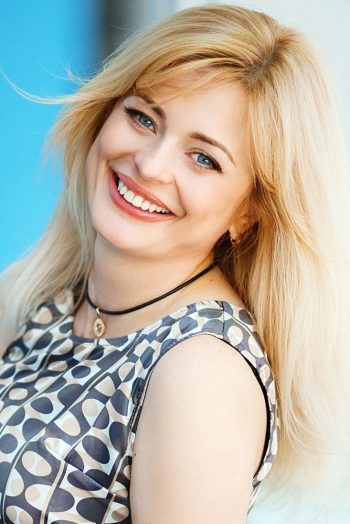 Ukrainian girl Natalia,47 years old with grey eyes and blonde hair.