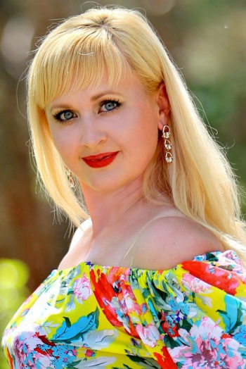 Ukrainian girl Olga,35 years old with blue eyes and blonde hair.