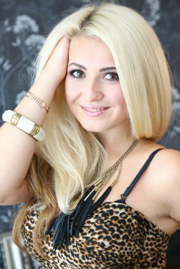 Ukrainian girl Lina,25 years old with hazel eyes and blonde hair.