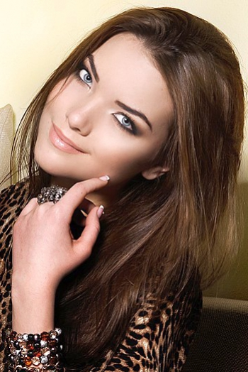 Ukrainian girl Nataly,29 years old with blue eyes and light brown hair.