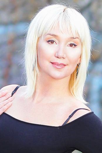 Ukrainian girl Irina,44 years old with brown eyes and blonde hair.