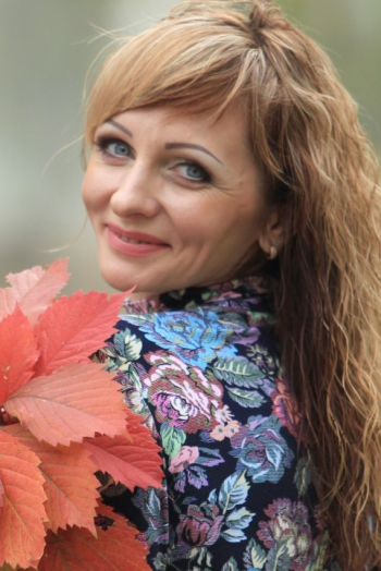 Ukrainian girl Aleksandra,32 years old with blue eyes and light brown hair.
