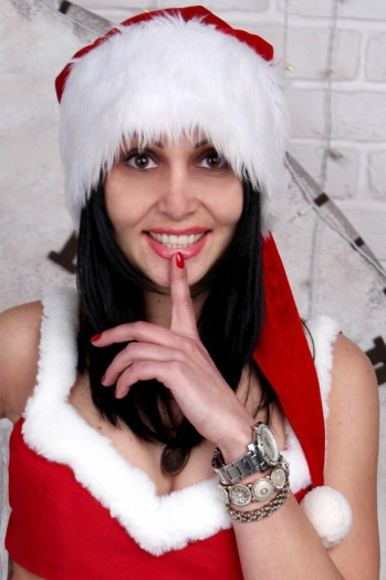 Ukrainian girl Tatyana,34 years old with brown eyes and black hair.
