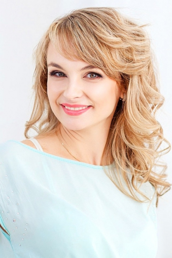 Ukrainian girl Yulia,35 years old with green eyes and blonde hair.