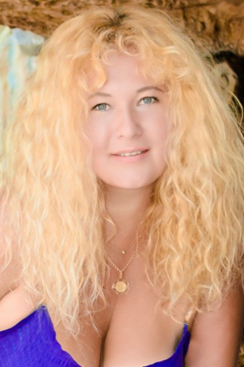 Ukrainian girl Vera,43 years old with green eyes and blonde hair.