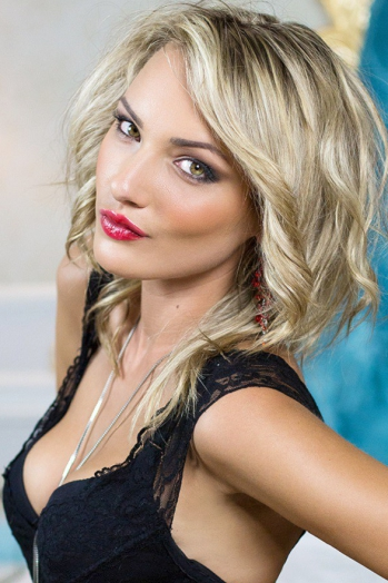 Ukrainian girl Tanya,25 years old with green eyes and blonde hair.