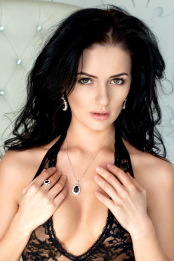 Ukrainian girl Nadezhda,30 years old with green eyes and black hair.