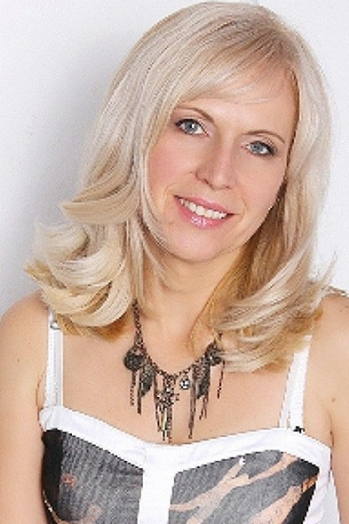 Ukrainian girl Zinaida,47 years old with grey eyes and blonde hair.