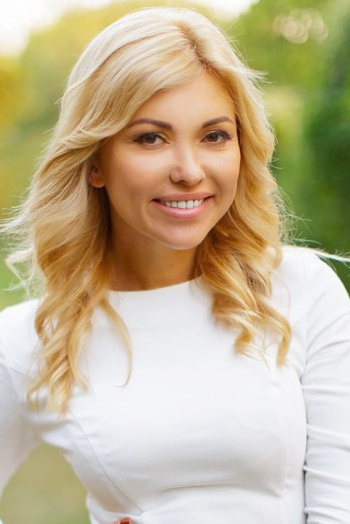 Ukrainian girl Yana,32 years old with hazel eyes and blonde hair.