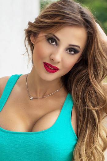 Ukrainian girl Victoria,29 years old with brown eyes and light brown hair.