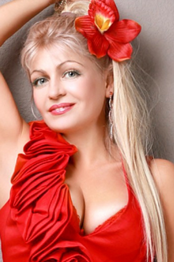 Ukrainian girl Tatiana,47 years old with blue eyes and blonde hair.