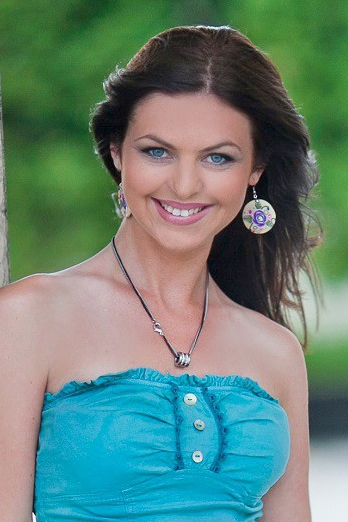 Ukrainian girl Irina,33 years old with blue eyes and dark brown hair.