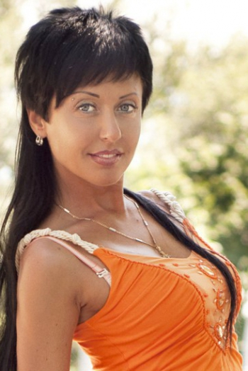 Ukrainian girl Olga,40 years old with blue eyes and black hair.
