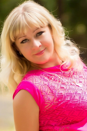Ukrainian girl Irina,31 years old with grey eyes and blonde hair.