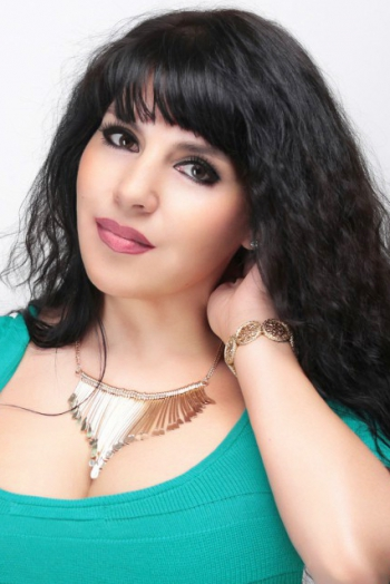 Ukrainian girl Alfiya,44 years old with brown eyes and black hair.