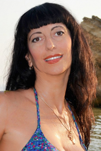 Ukrainian girl Anna,50 years old with brown eyes and black hair.