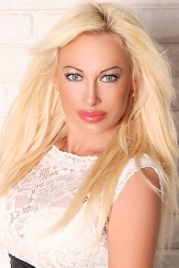 Ukrainian girl Marina,40 years old with grey eyes and blonde hair.