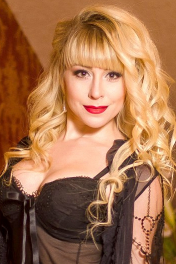 Ukrainian girl Marina,30 years old with brown eyes and blonde hair.