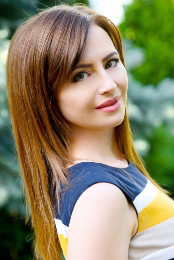 Ukrainian girl Larisa,42 years old with green eyes and light brown hair.