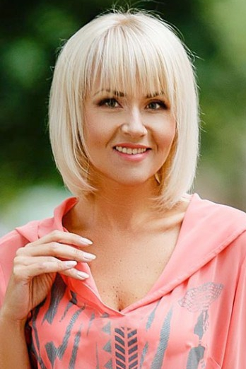 Ukrainian girl Viktoria,39 years old with green eyes and blonde hair.