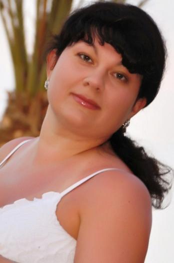Ukrainian girl Oksana,37 years old with brown eyes and dark brown hair.
