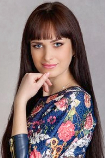 Ukrainian girl Alexandra,30 years old with green eyes and light brown hair.