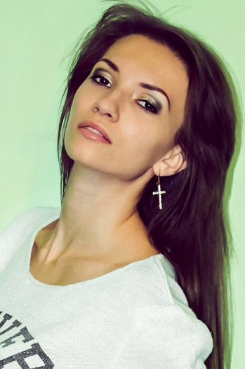 Ukrainian girl Marianna,24 years old with brown eyes and dark brown hair.