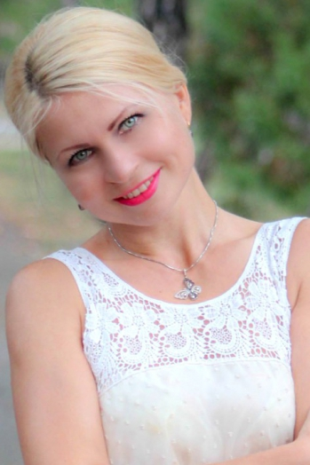 Ukrainian girl Nina,35 years old with grey eyes and blonde hair.