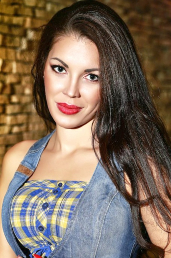 Ukrainian girl Lilia,30 years old with green eyes and black hair.