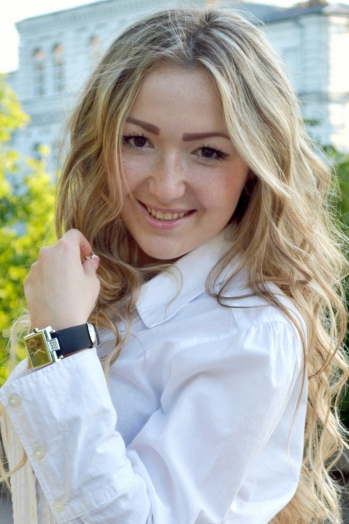 Ukrainian girl Veronica,19 years old with brown eyes and blonde hair.
