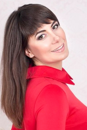 Ukrainian girl Irina,40 years old with brown eyes and dark brown hair.