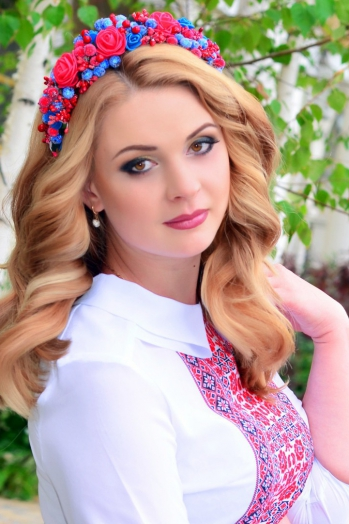 Ukrainian girl Ekaterina,29 years old with  eyes and  hair.