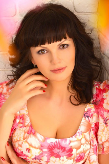 Ukrainian girl Galina,32 years old with brown eyes and light brown hair.