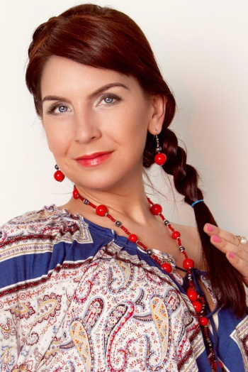 Ukrainian girl Olga,35 years old with grey eyes and red hair.