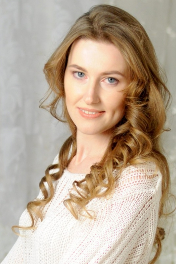 Ukrainian girl Yulia,31 years old with grey eyes and light brown hair.