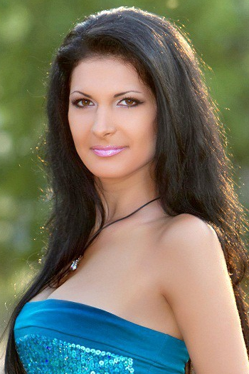 Ukrainian girl Zoya,30 years old with brown eyes and black hair.