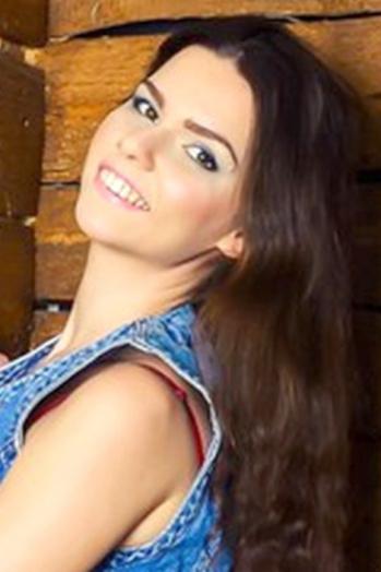 Ukrainian girl Yuliya,24 years old with brown eyes and light brown hair.
