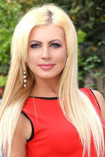 Ukrainian girl Ekaterina,28 years old with grey eyes and blonde hair.