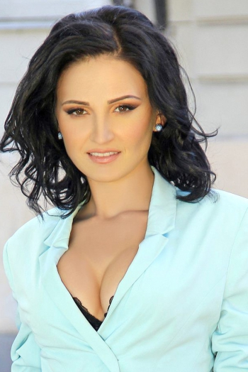 Ukrainian girl Ekaterina,28 years old with brown eyes and black hair.