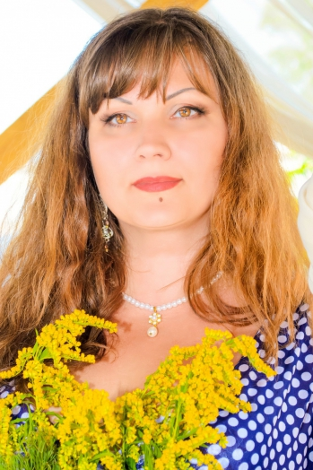 Ukrainian girl Tatyana,41 years old with brown eyes and dark brown hair.