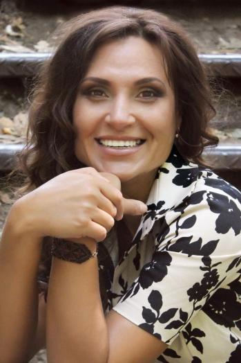 Ukrainian girl Svetlana,40 years old with grey eyes and dark brown hair.