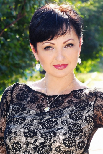 Ukrainian girl Anna,42 years old with brown eyes and dark brown hair.