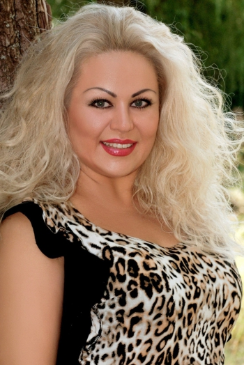 Ukrainian girl Tatiana,40 years old with grey eyes and blonde hair.