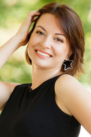Ukrainian girl Yanina,38 years old with brown eyes and dark brown hair.