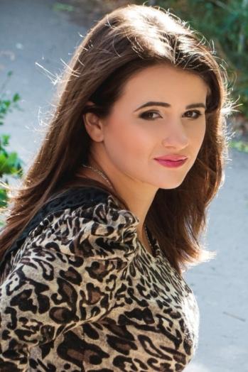 Ukrainian girl Larisa,30 years old with brown eyes and dark brown hair.