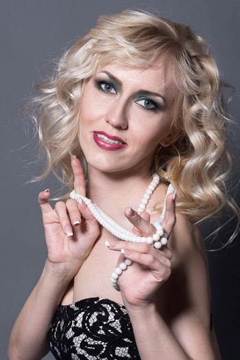 Ukrainian girl Natalya,35 years old with blue eyes and blonde hair.