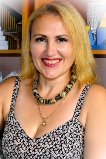 Ukrainian girl Uliy,40 years old with green eyes and blonde hair.