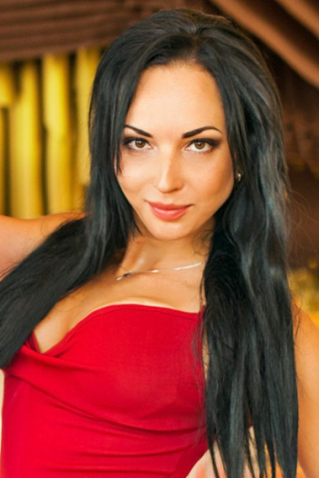 Ukrainian girl Alina,32 years old with brown eyes and black hair.