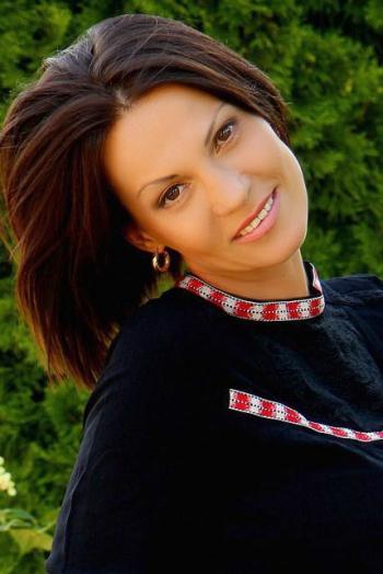 Ukrainian girl Oksana,42 years old with brown eyes and dark brown hair.