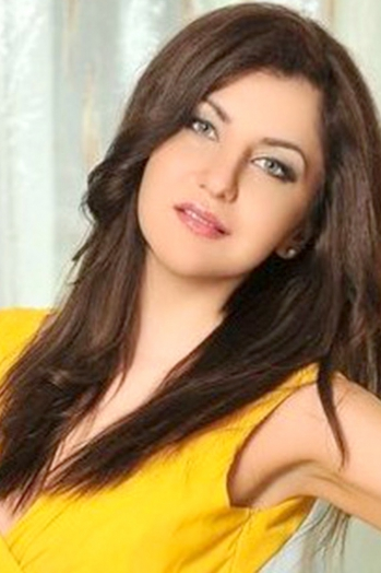 Ukrainian girl Viktoria,30 years old with green eyes and blonde hair.